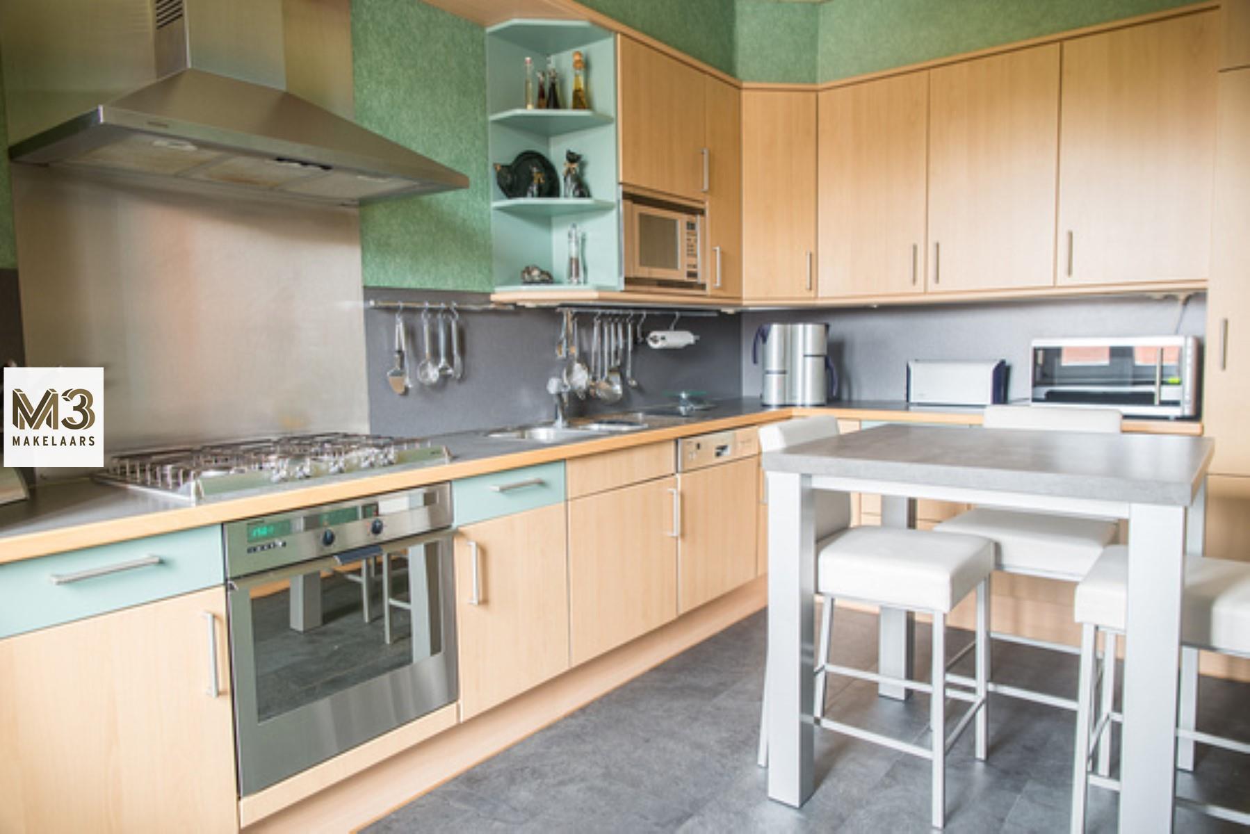 Handels/woonhuis met garage en tuin