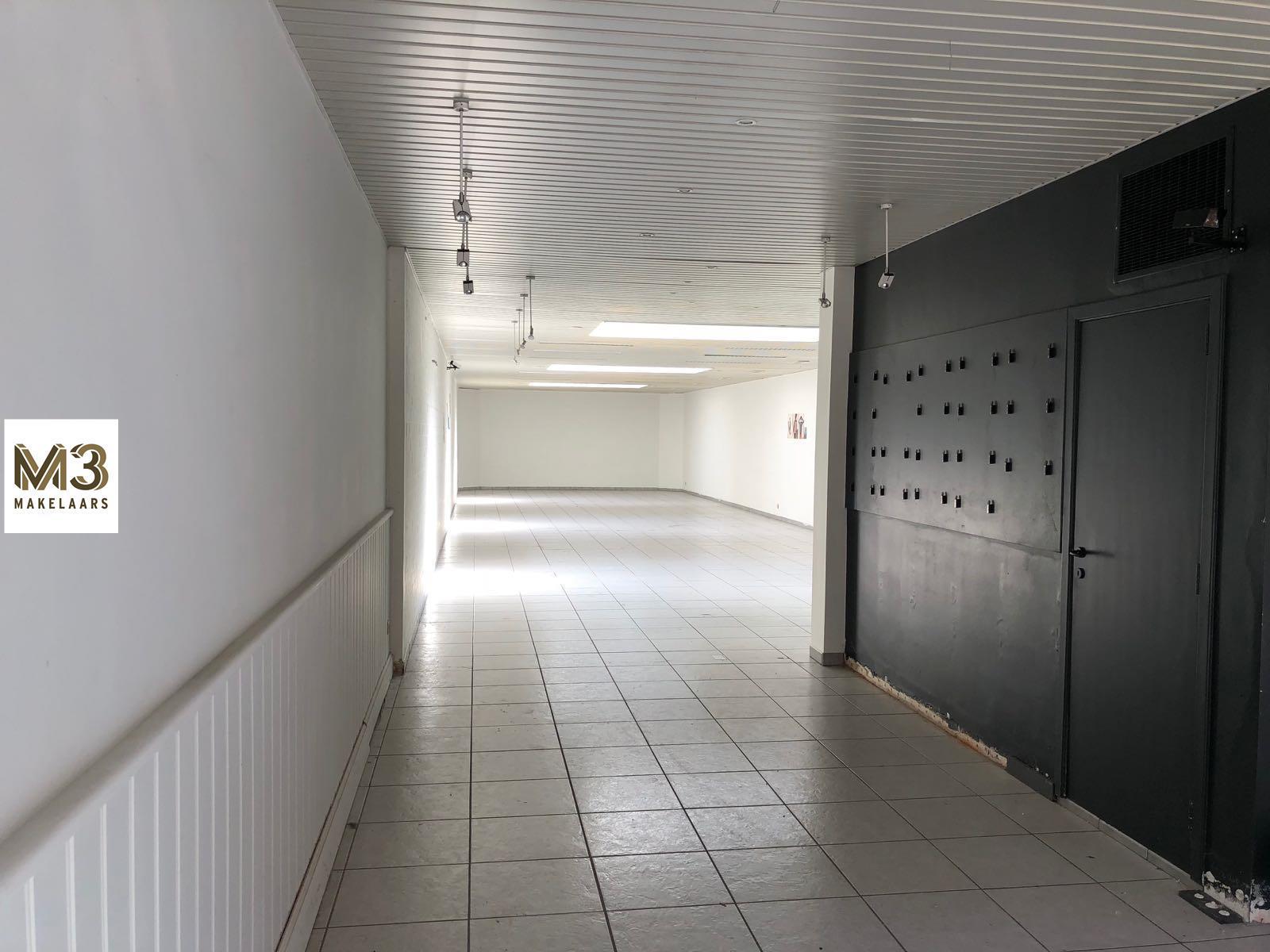 Handelshuis met te renoveren appartement