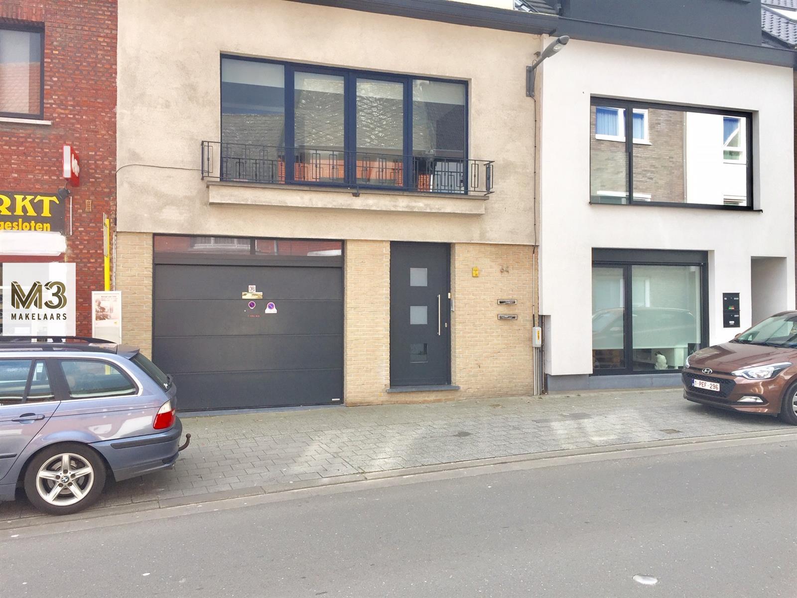 Centraal gelegen appartement met garage.
