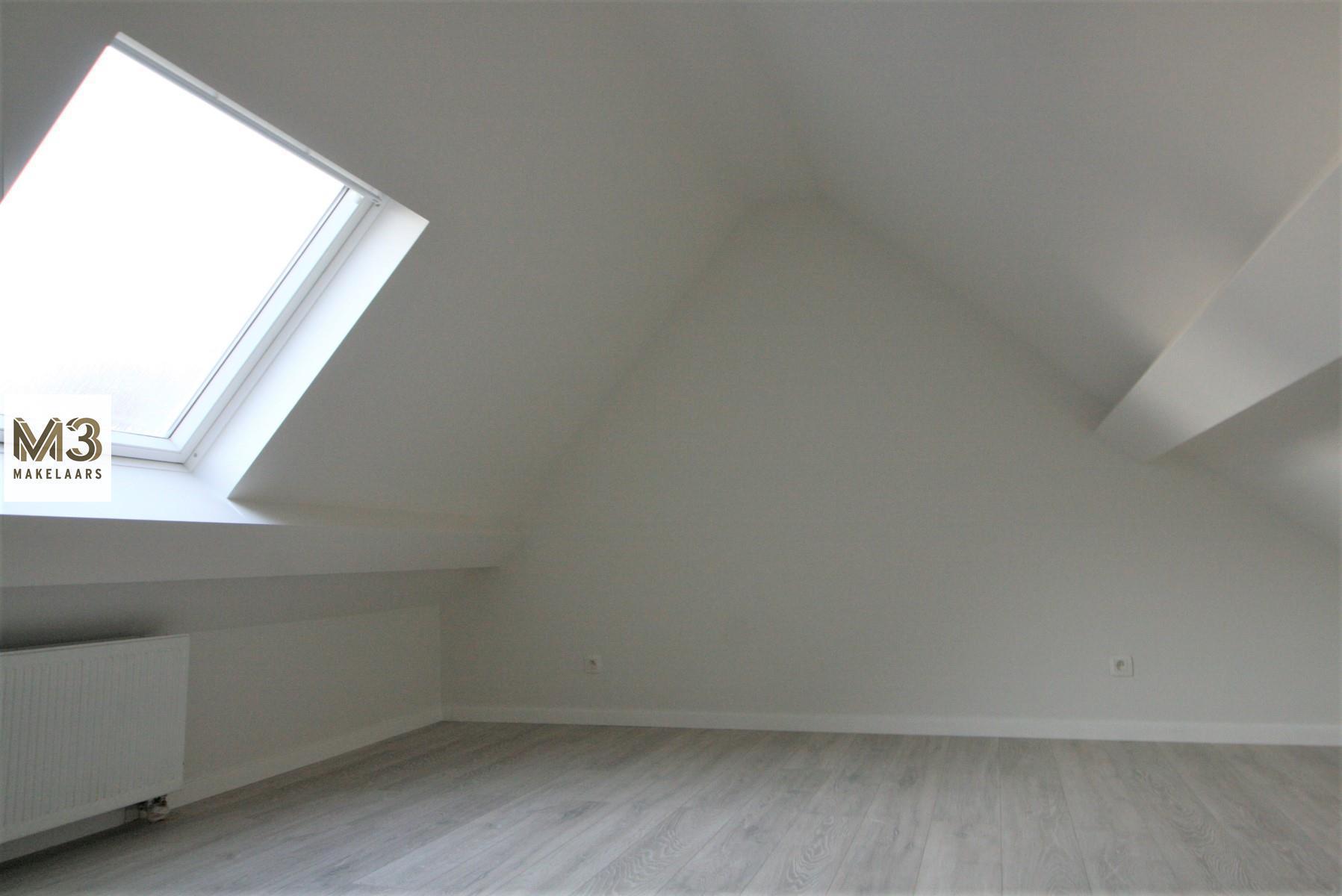 Net gerenoveerd duplex met 1 slpk, 0472 85 82 51