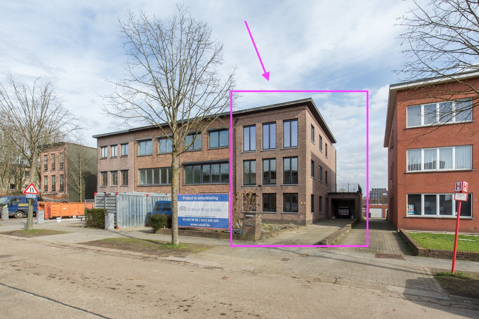 Appartementsgebouw met drie vergunde appartementen – verkoop onder registratierechten.